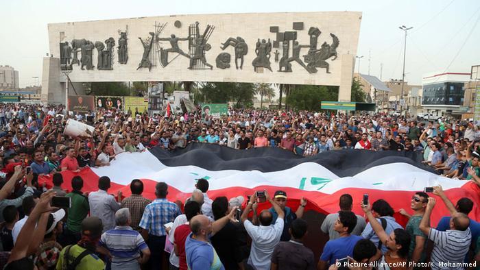 Irak Protest auf dem Tahrir-Platz im Zentrum von Bagdad 01.08.2015