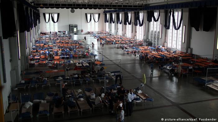 Bildergalerie Wie wohnen Flüchtlinge in Deutschland Alfred-Fischer Halle in Hamm (picture-alliance/dpa/I. Fassbender)