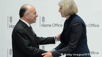 Waziri wa Mambo ya ndani wa Ufaransa Bernard Cazeneuve na mwenzake wa Uingereza Theresa May.