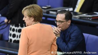 Deutschland Merkel und Maas im Bundestag