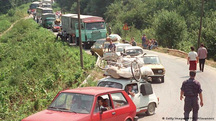 Srbi u koloni bježe iz Hrvatske 1995.