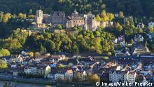 Blick vom Schlangenweg auf die Altstadt mit Schloss in Heidelberg, , Baden-Württemberg, Deutschland