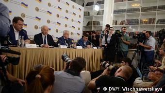 Микола Азаров (другий ліворуч) під час презентації Комітету порятунку України