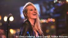 ***ACHTUNG: Bild nur zur Berichterstattung über den Film oder das Festival verwenden!!!*** Ricki and the Flash USA · 2015 · DCP · Color · 101' · o.v. English Meryl Streep stars as a woman who chose to pursue her dream of becoming a rock star and later returns home for a shot at redemption. Director Jonathan Demme Cast Meryl Streep , Mamie Gummer , Kevin Kline , Audra McDonald , Sebastian Stan , Rick Springfield Cinematography Declan Quinn Screenplay Diablo Cody Editing Wyatt Smith Production Clinica Estetico LStar Capital; TriStar Pictures World Sales Sony Pictures Releasing International www.sonypictures.com Swiss Distributor The Walt Disney Company (Switzerland) GmbH Hüschgasse 45 8008 Zürich www.disney.com
