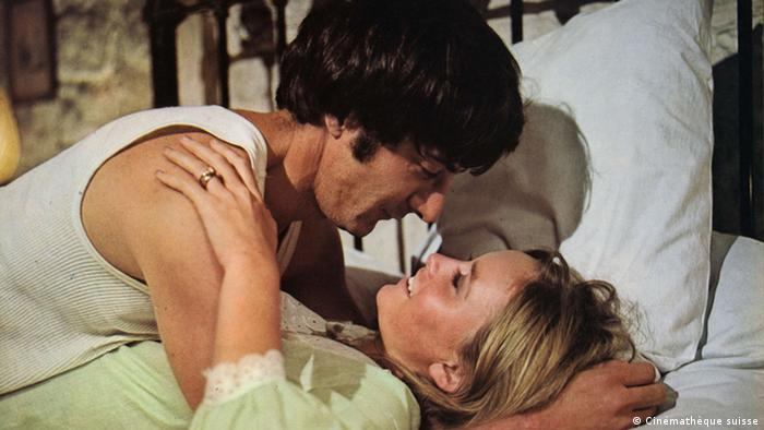 Still from 'Straw Dogs' with Dustin Hoffman and Susan George in a love scene (Cinémathèque suisse)