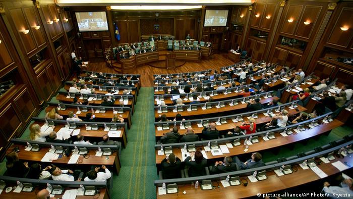 Kosovo Parlament macht Weg für Sondertribunal frei