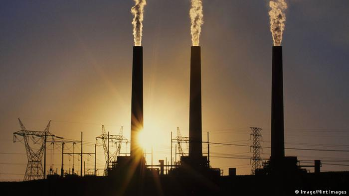 Carbon emissions from coal fueled power plant, Page, Arizona
