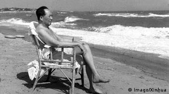 China Mao am Strand von Beidaihe (Imago/Xinhua)