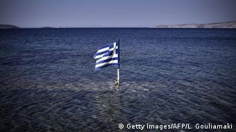 «Η δεινή θέση των τραπεζών σχετίζεται άμεσα με το αξιόχρεο της Ελλάδας», σημειώνει η Handelsblatt.