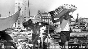 Singapur Arbeiter im Hafen