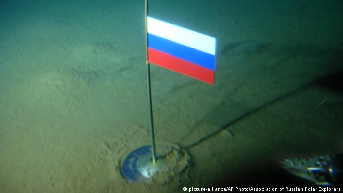 Флаг РФ на дне Северного Ледовитого океана