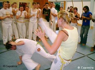 Alemães em aula de capoeira na Alemanha