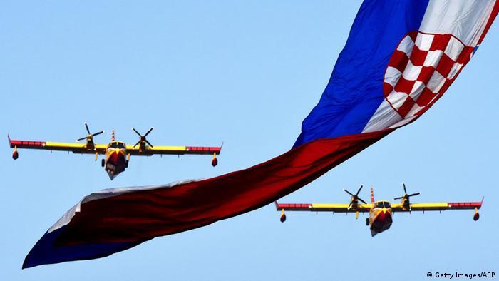 Zrakoplovi hrvatske vojske za vrijeme vojne parade u Zagrebu