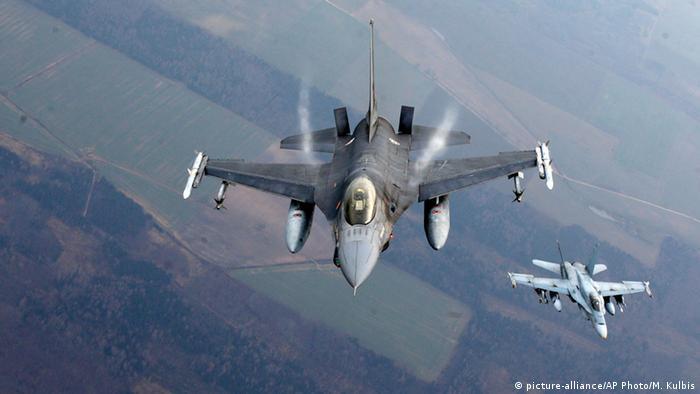 Самолеты НАТО в небе над Литвой