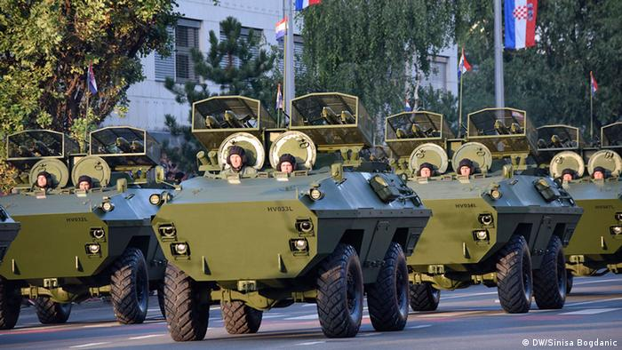 Oklopna vozila Hrvatske vojske na mimohodu u Zagrebu 2015.