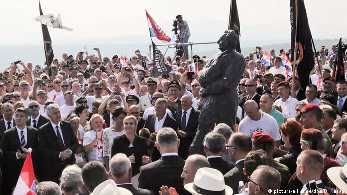 Spomenik hrvatskom predsjedniku Franji Tuđmanu u Kninu (picture-alliance/dpa/D. Kasap)