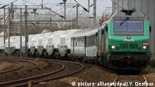 ©PHOTOPQR/OUEST FRANCE/Jean Yves DESFOUX/VALOGNES LE 05/11/2010 - Depart sous haute surveillance du terminal ferrovaire de Valognes ( Manche ) du convoi le plus reactif de l'histoire a destination de Gorleben en Basse Saxe ( Allemagne ). 308 conteneurs dans 11 emballages ( les castors ) pour 123 tonnes de dechets stockes dans ce train : les organisations écologistes qui ont manifeste lors de ce depart estime que ce seul convoi transporte l'equivalent de 10 fois les rejets de Tchernobyl VALOGNES FRANCE NOVEMBER 5 - 11 containers filled with nuclear waste are sent to the nuclear waste storage site of Gorleben in Lower Saxony.