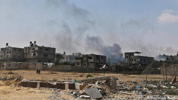 El Ejército israelí lleva a cabo hoy bombardeos sobre objetivos militares de la Yihad Islámica en la zona central de la Franja de Gaza, tras los ataques con 28 proyectiles a Israel. Medios y testigos en Gaza confirmaron que se han bombardeado varios puestos en el enclave de la Yihad Islámica, a la que se atribuyen los disparos de esta mañana. (29.05.2018).