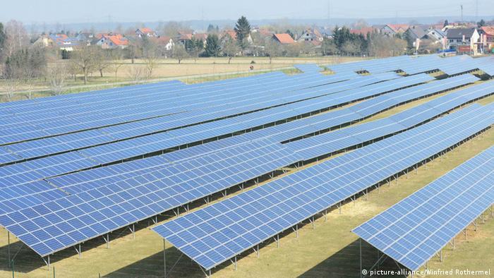Солнечные батареи вблизи немецкого поселка