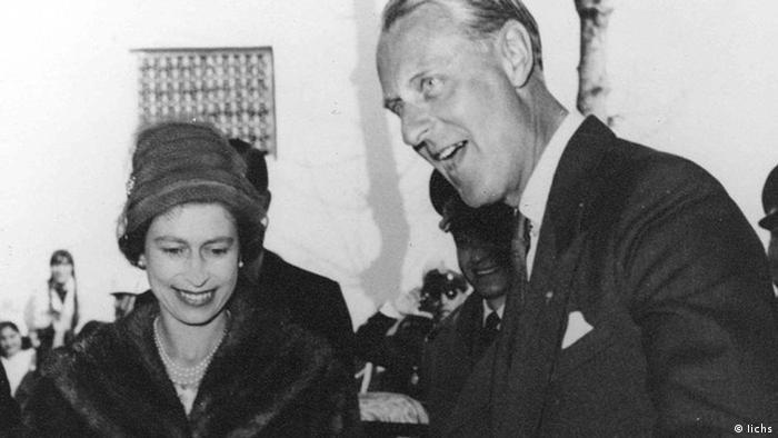 Елизавета Вторая и принц Филипп в Иране в 1961 году
