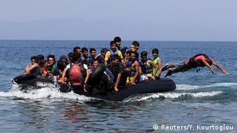 Afghanische Immigranten erreichen Griechenland mit einem Schlauchboot