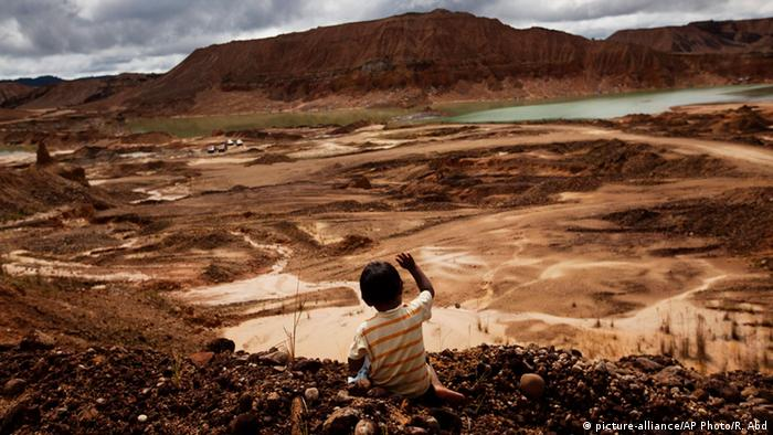 Peru Illegale Rodung Regenwald Minen (picture-alliance/AP Photo/R. Abd)