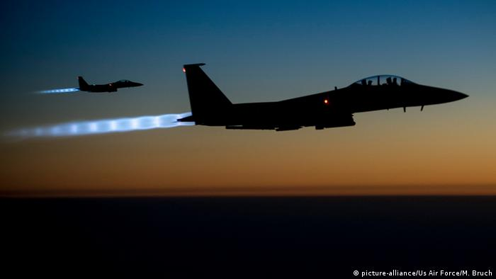 Symbolbild Luftangriffe der USA gegen den IS mit F-15E Strike Eagle (Foto: picture alliance/US-Air Force)