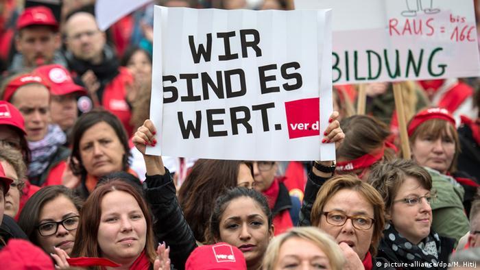 Streik und Protest der Erzieherinnen an den kommunalen Kitas Düsseldorf