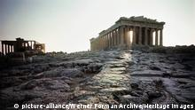 The Parthenon at sunrise. Country of Origin: Greece. Culture: Ancient Greek. Date/Period: 447-432 BC. Place of Origin: Athens, Acropolis. Credit Line: Werner Forman Archive/ . Location: 05. (Werner Forman Archive / Heritage Images) Keine Weitergabe an Drittverwerter.