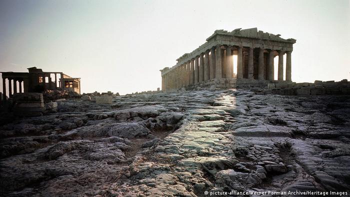 Symbolbild Griechenland einigt sich mit Gläubiger-Unterhändlern auf Reformen Griechenland Akropolis Sonnenaufgang (picture-alliance/Werner Forman Archive/Heritage Images)