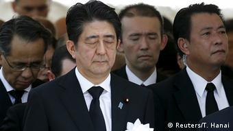Abe: Japón seguirá adhiriéndose a los principios de no producir ni poseer armamento atómico y de no permitir la entrada de estos artefactos en el país.