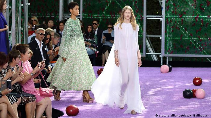Повернути радість життя  завдання повоєнної моди в Європі  b4d7312b4d900