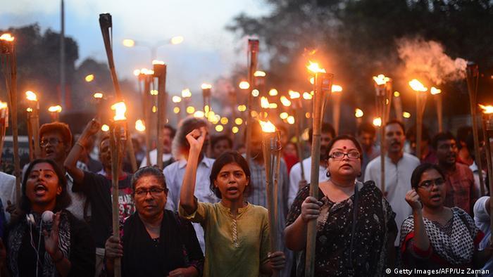 Fackelmarsch in Dhaka für den getöteten Blogger Niloy Neel