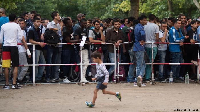 Berlin u ljeto 2015. - nepregledni redovi izbjeglica u kojima se čeka na registraciju