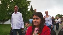 11.08.2015 DW Doku Syrische Flüchtlinge kommen in Friedland an
