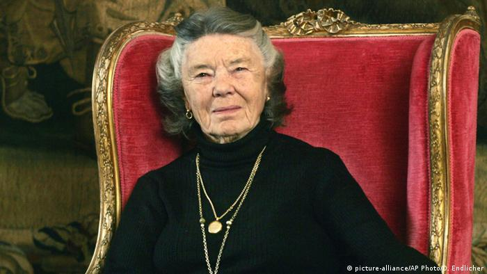 Writer Rosamunde Pilcher (picture-alliance/AP Photo/D. Endlicher)