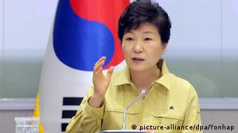 South Korean President Park Geun-hye presides over an emergency government meeting in Sejong, central South Korea, 08 June 2015, as she convened to discuss measures against the spread of Middle East Respiratory Syndrome (Photo: EPA/YONHAP SOUTH KOREA OUT)