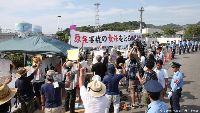 Japan Proteste gegen Inbetriebnahme von Atomkraftwerk