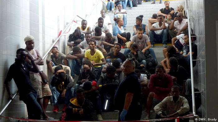 La canciller alemana, Angela Merkel, viaja al norte de África, donde tratará temas como la migración y el desarrollo en la región. Activistas le han pedido que también se ocupe de los abusos contra los derechos humanos. (2.03.2017)
