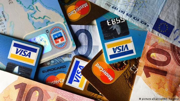 Symbolbild Geldscheine und Kreditkarten