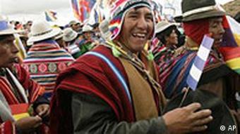 Bolivien Indios kommen nach Tiawanacu, wo Präsident Evo Morales zu seiner Amtseinführung, um die Unterstützung der andischen Gottheiten bittet