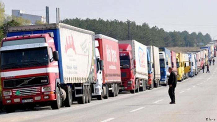 Trucks waiting to cross the Turkish-Iranian border at Bazargan (Isna)