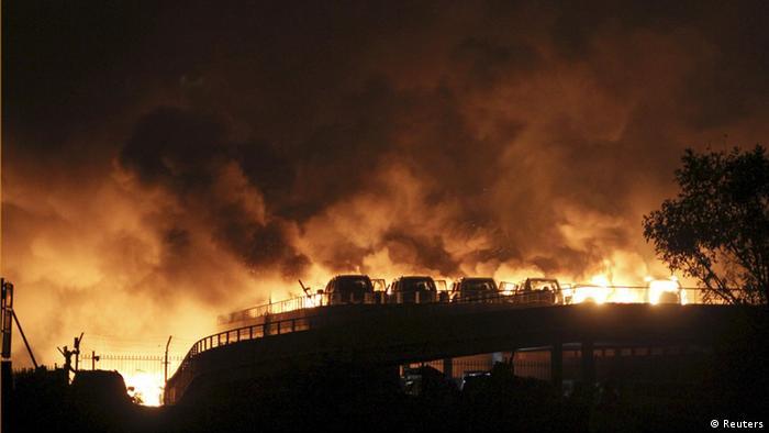 Пожар после взрыва в Тяньцзине (фото из архива)