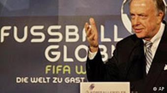 Kopfball FIFA Literaten Treffen in Berlin, Kulturstaatsmininister Neumann