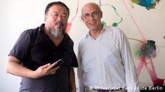 Ай Вэйвэй на встрече с президентом Берлинского университета искусств Мартином Реннертом