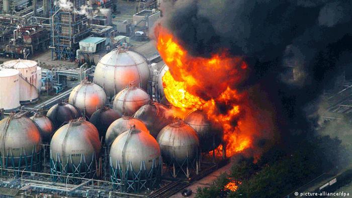 Japan Explosion Erdbeben und Explosion Ölraffinerie