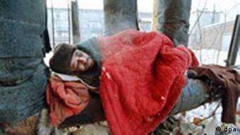 Obdachloser in Rußland bei frostiger Kälte
