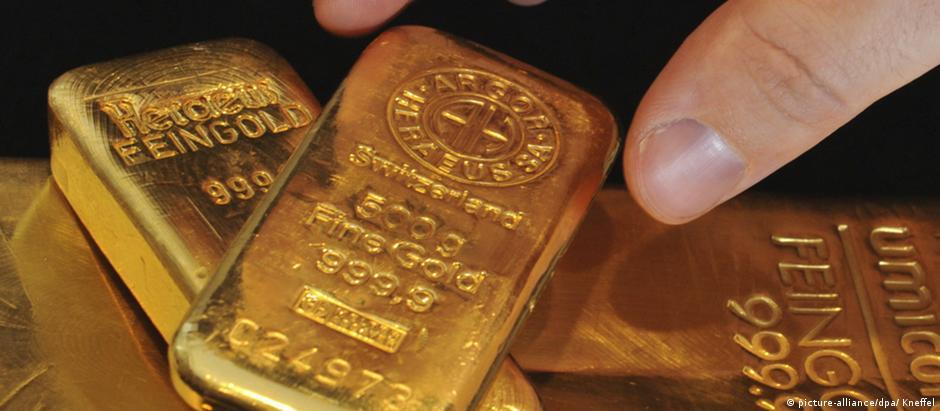 Uma barra de ouro como esta, mas com o número de série raspado, foi encontrado no Lago Königssee