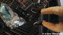 ***Achtung: Nur zur mit Artjom Monachow abgesprochenen Berichterstattung verwenden!*** Artikel über das Phänomen des Roofings, bei dem vor allem junge Russen und Ukrainer ohne Sicherung auf hohe Gebäude klettern und dort Fotos machen. *** Bilder sind von dem Roofer Artjom Monachow, der die Bilder in Moskau gemacht hat