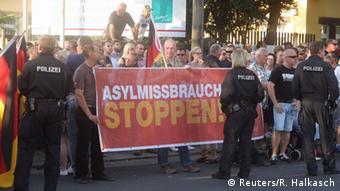 Демонстрация НДПГ против приема беженцев в Дрездене